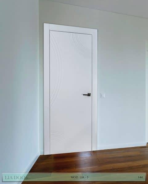 Puerta lacada Diseño Grupo B en block Ciega BL Modelo 5
