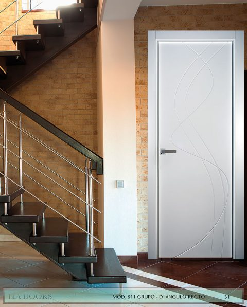 Puerta lacada Diseño Grupo D en block Ciega BL Modelo 811