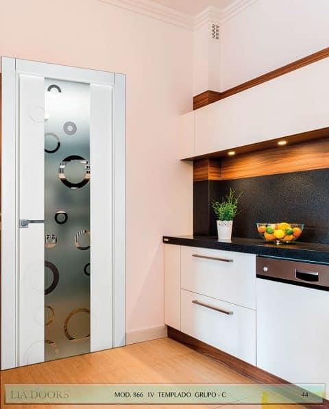 Puerta lacada Diseño Grupo C en block vidrio templado 8mm BL Modelo 866 1V