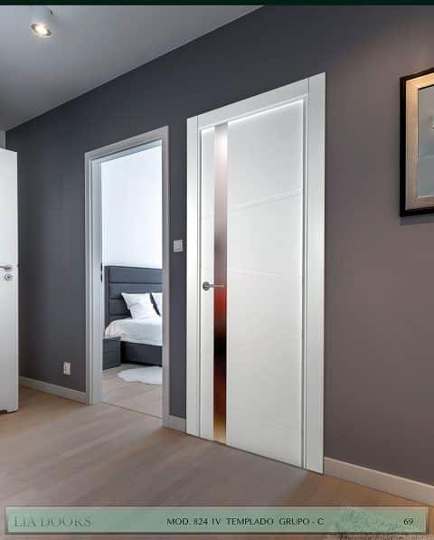 Puerta lacada Diseño Grupo C en block vidrio templado 8mm BL Modelo 824 1V