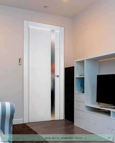 Puerta lacada Diseño Grupo C en block vidrio templado 8mm BL Modelo 881 1V