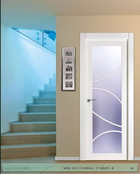 Puerta lacada diseño Grupo B en block Vidriera Parrilla 1V BL Modelo 818 IT