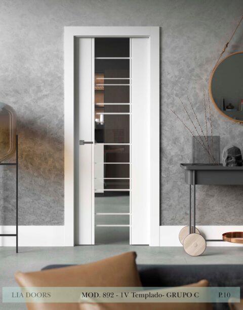 Puerta lacada Diseño Grupo C en block vidrio templado 8mm BL Modelo 892 1V